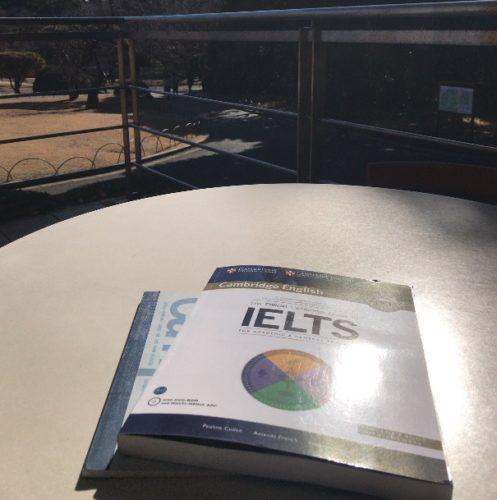 公園でIELTSの勉強