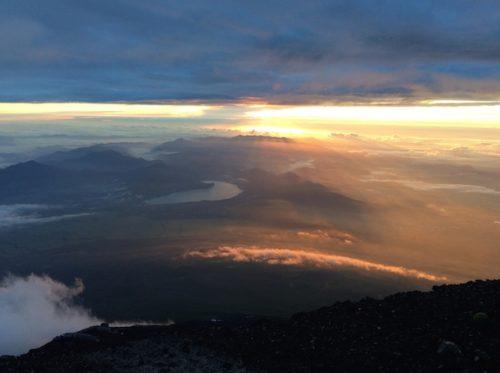 富士山の頂上からのご来光