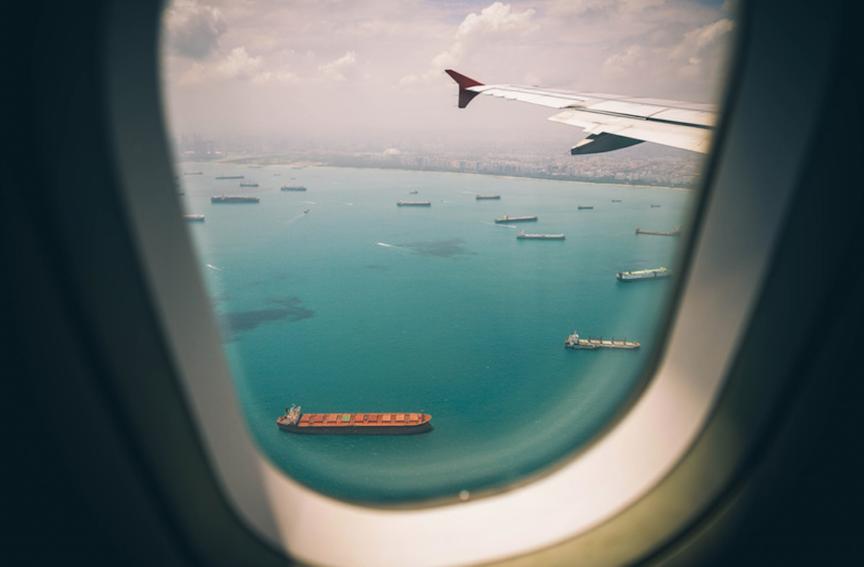 飛行機の移動中