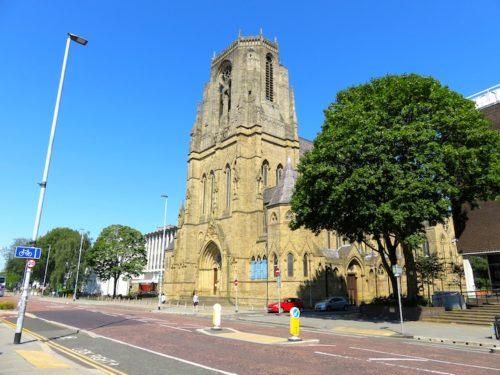 ホーリー・ネーム教会, Holy Name Church