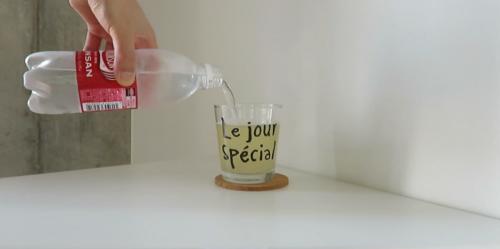 美酢(ミチョ)ピーチ味に炭酸水を入れる