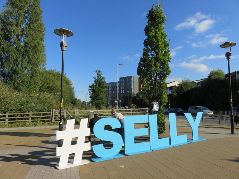 バーミンガム大学のサウスゲートにあるセリーオークの看板