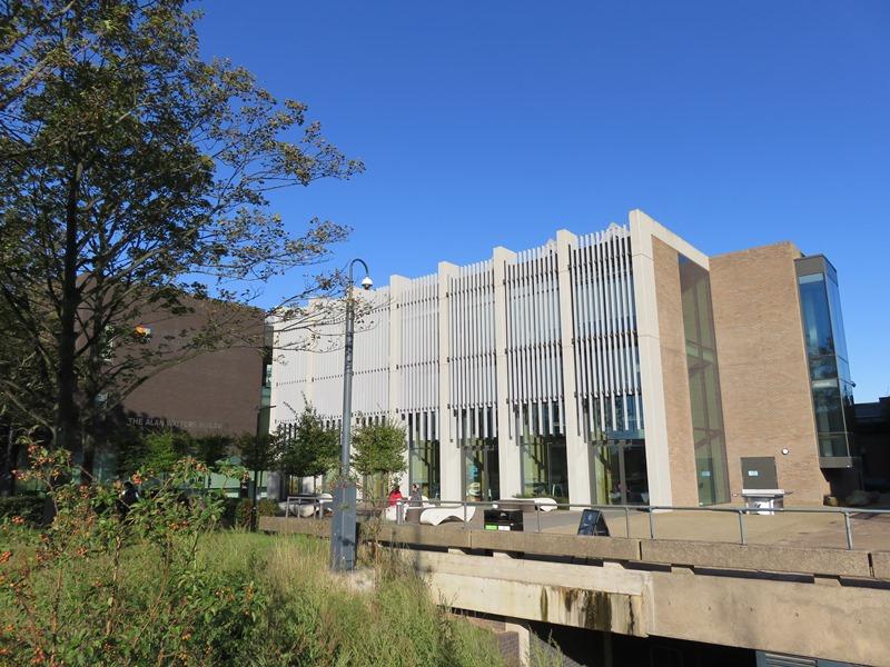 バーミンガム大学ビジネススクールの新しい施設(The Alan Walters Building)外観