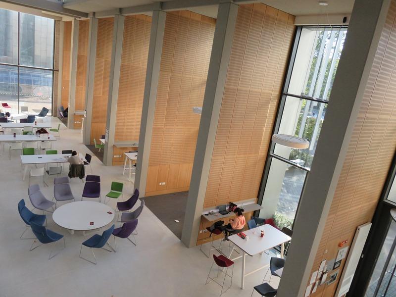 バーミンガム大学ビジネススクールの新しい施設(The Alan Walters Building)の内観