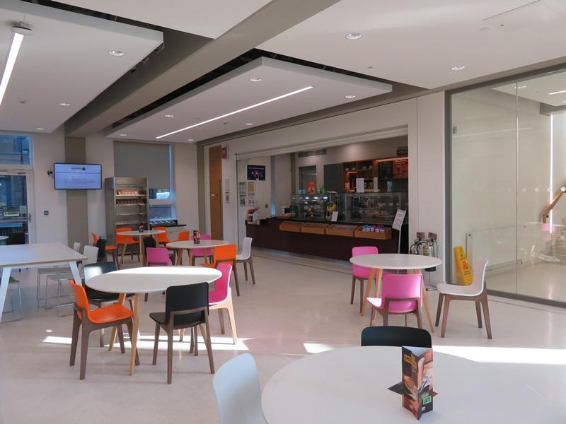 バーミンガム大学ビジネススクールの新しい施設内観(The Alan Walters Building)