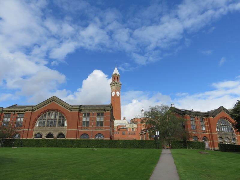 バーミンガム大学のアストンウェブとオールド・ジョー