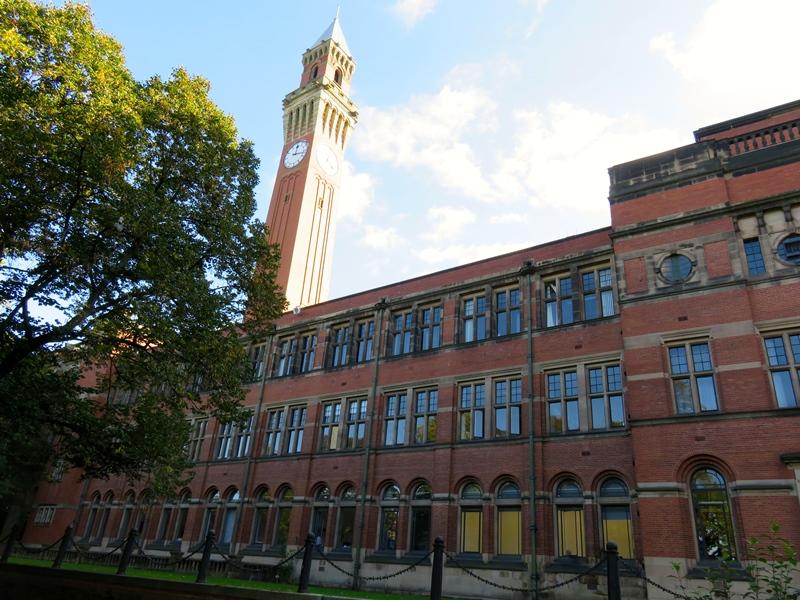バーミンガム大学のオールド・ジョーと教室棟