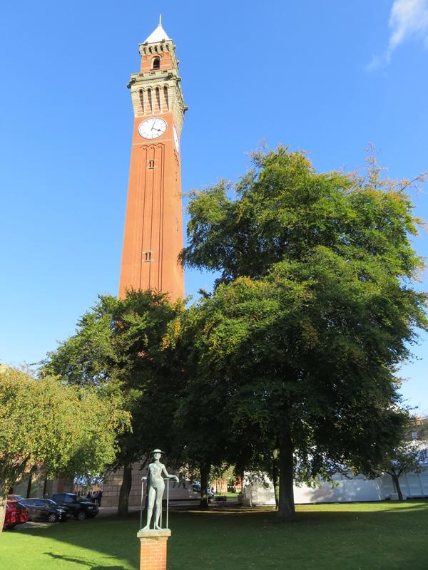 バーミンガム大学のオールド・ジョーと彫刻