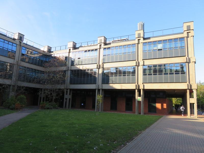 バーミンガム大学の冶金材料学科棟