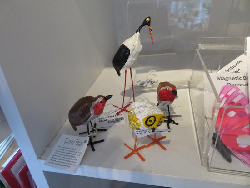 ウィンターボーン・ハウスガーデンのギフトショップの鳥