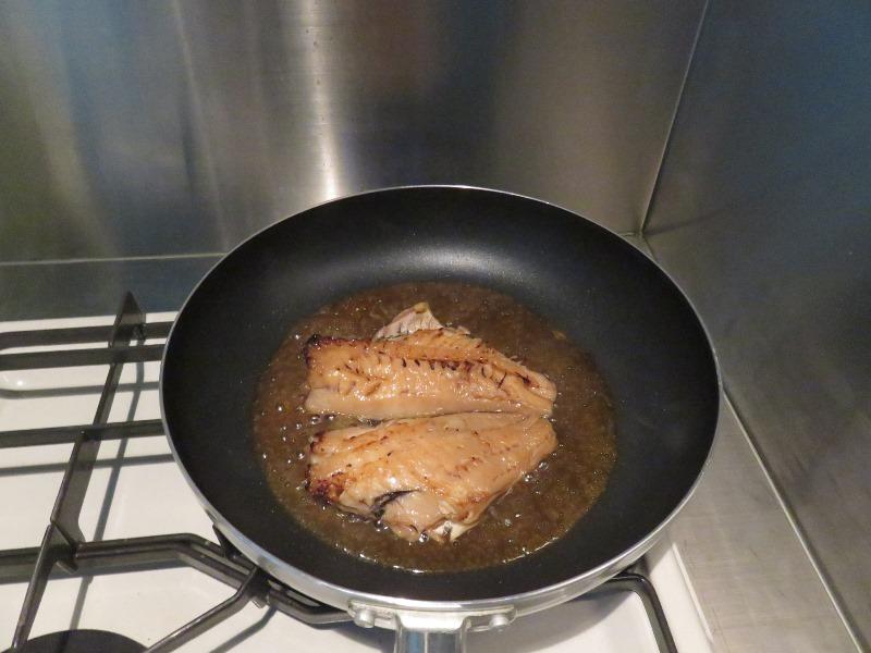 赤魚の煮付けを作る
