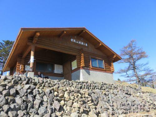雲取山山頂の避難小屋