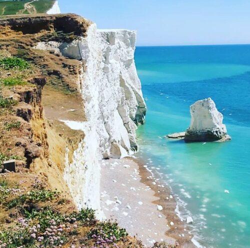ビーチヘッドの崖下に散らばるチョーク岩