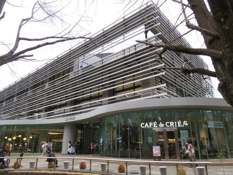 板橋区新中央図書館外観とカフェ