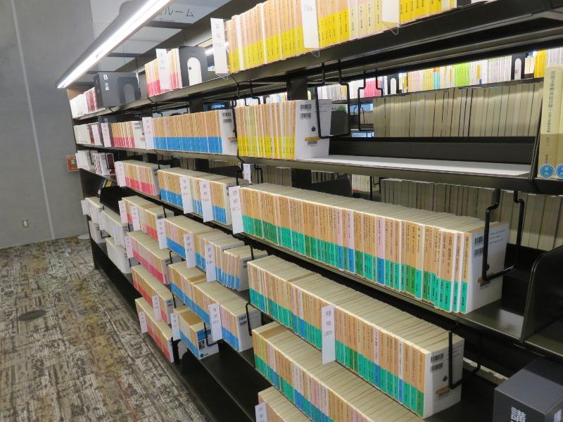 岩波文庫が充実している板橋区新中央図書館