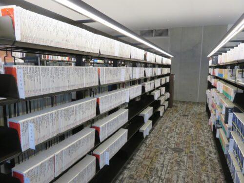 岩波新書が充実している板橋区新中央図書館