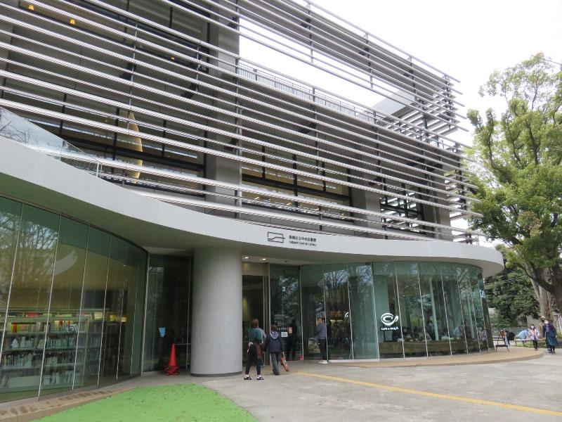 板橋区新中央図書館外観とエントランス