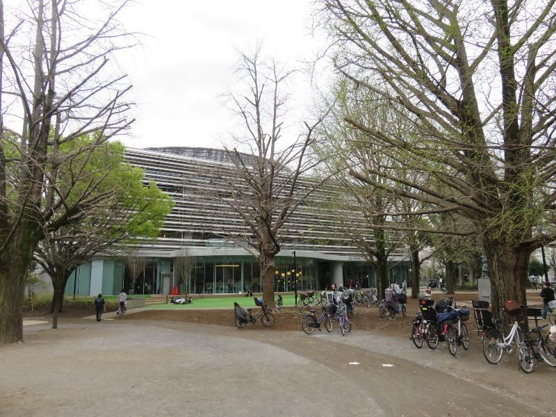 板橋区新中央図書館と板橋区立平和公園