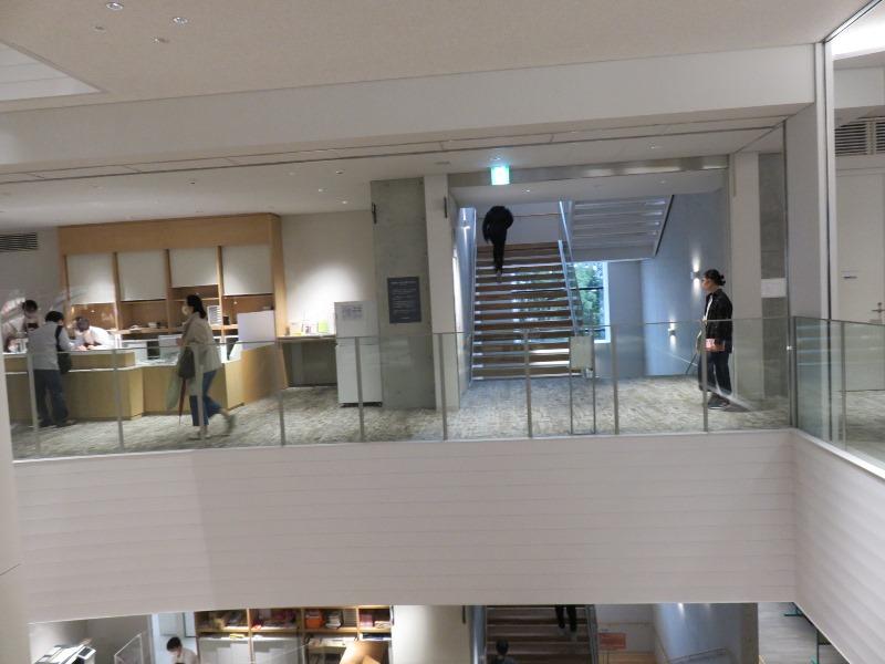 板橋区新中央図書館の内観