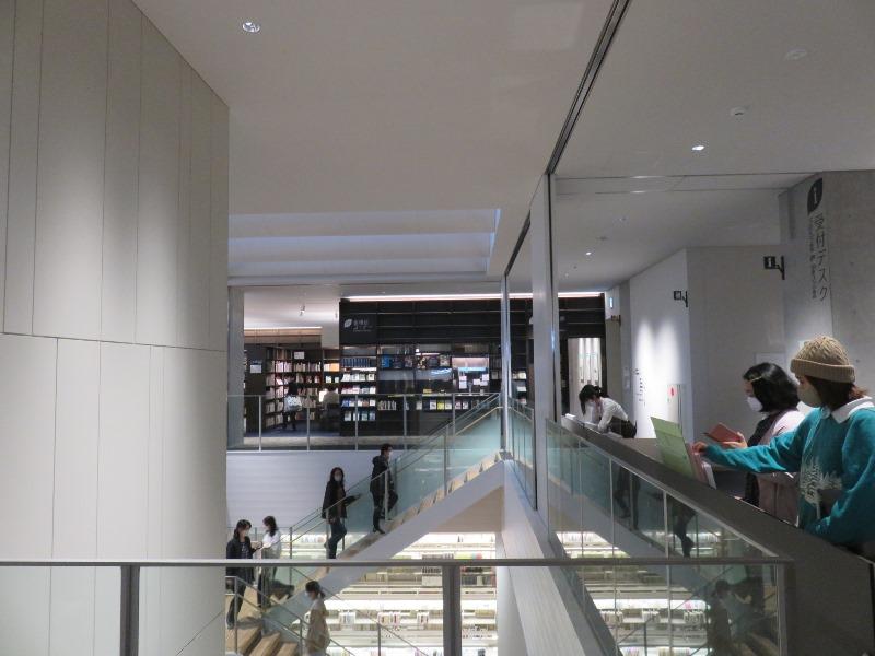 板橋区新中央図書館の内観の様子