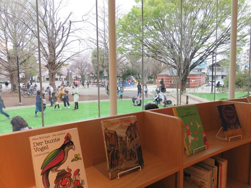 板橋区新中央図書館と平和公園