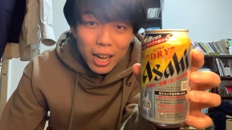 アサヒスーパードライ生ジョッキ缶を飲むベテランち
