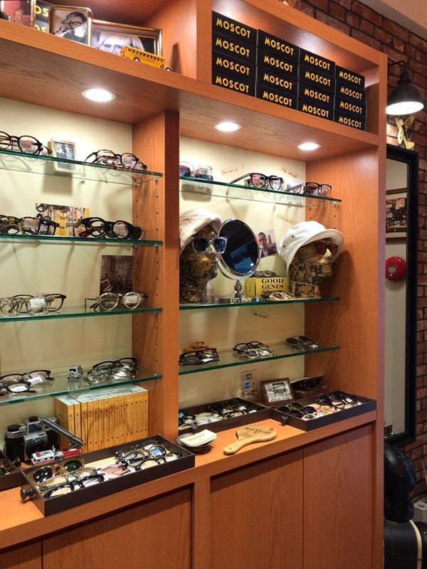 MOSCOT Tokyo Shop表参道店のメガネのディスプレイ