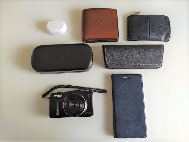 Manhattan Portage(マンハッタンポーテージ)に収納するものカメラ・財布・サングラス・キーケース・メガネ・ワイヤレスイヤホン・携帯電話