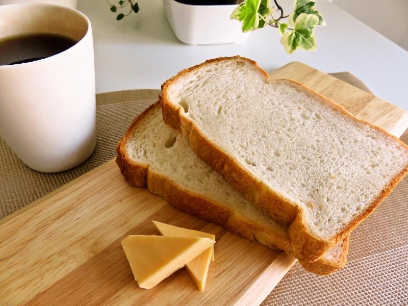 パン屋さんの食パン