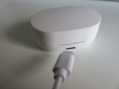 ワイヤレスイヤホンH15の充電ケースとUSB充電ケーブル