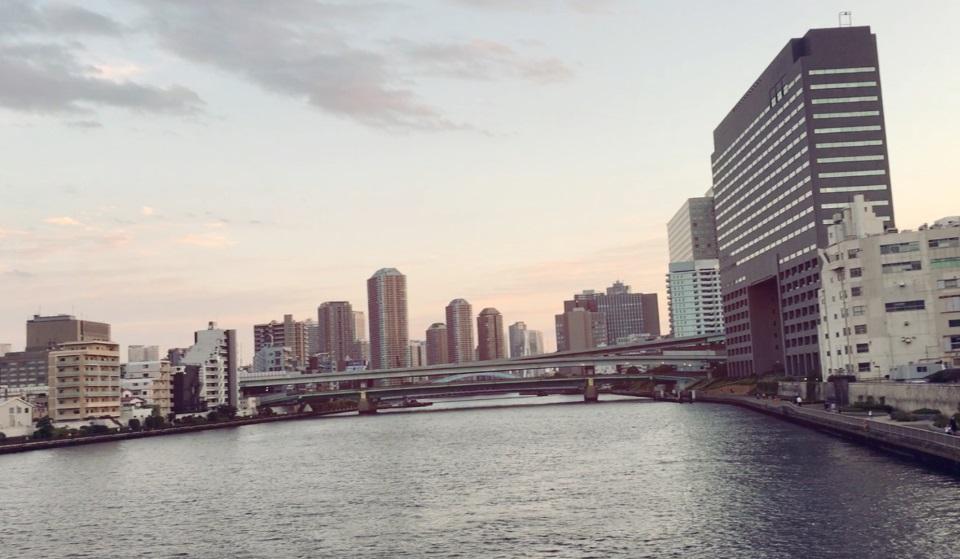 東京隅田川の夕暮れ