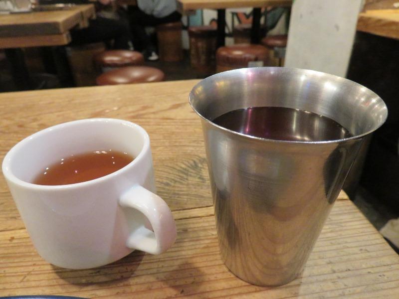 もうやんカレーのルイボスティーと紅茶