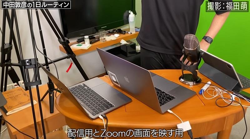 中田敦彦がYouTubeの動画撮影で使用しているMacのノートパソコン