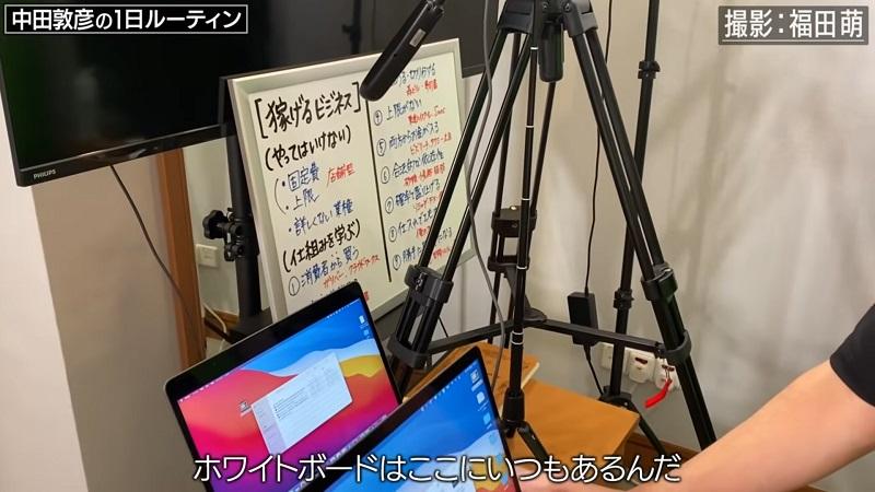 中田敦彦がYouTubeの動画撮影で使用しているホワイトボード