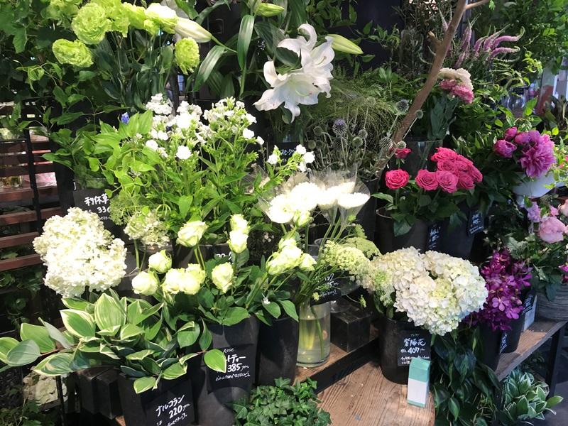 青山フラワーマーケット ティーハウス赤坂Bizタワー店でお花を購入する