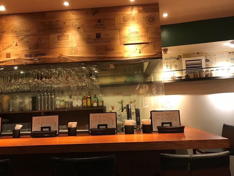 池袋スパイス料理とワイン Zeroの店内(素敵なカウンター)