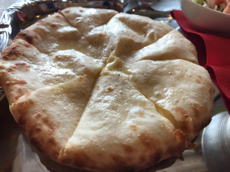 池袋東口トムボーイのチーズナン