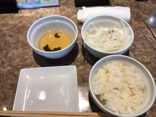 食肉センター恵比寿店のごはんとスープとオニオン野菜