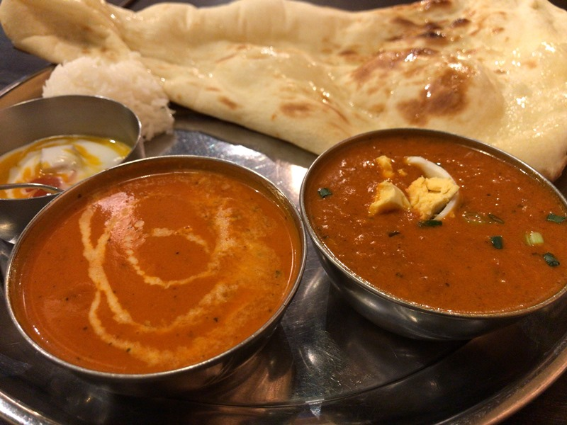 アジアンバルシムランのバターチキンカレーとキーママサラカレー