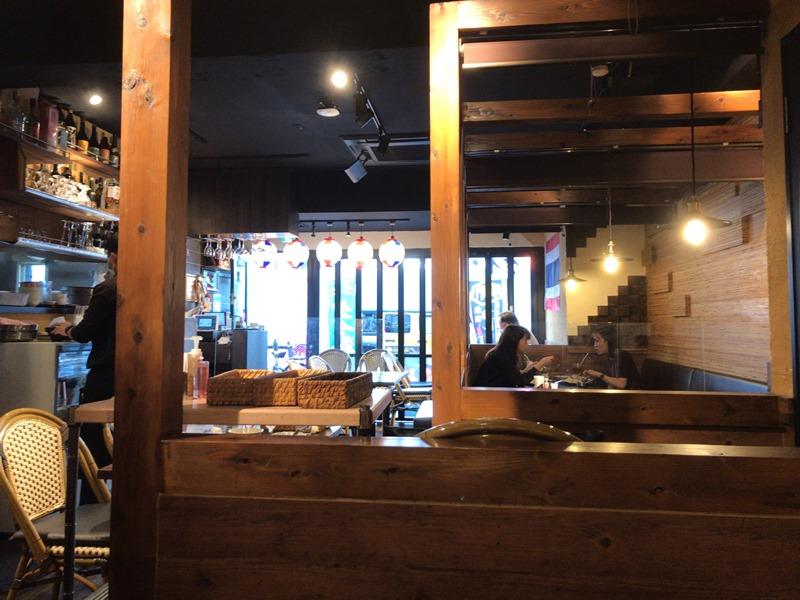アジアンバルシムラン 浜松町の店内の様子