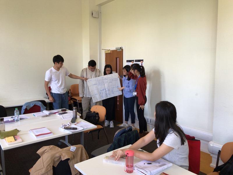 イギリスの大学で中国人の留学生とワークショップを行う